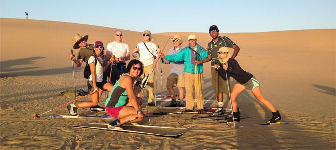 skien sandboarden woestijn